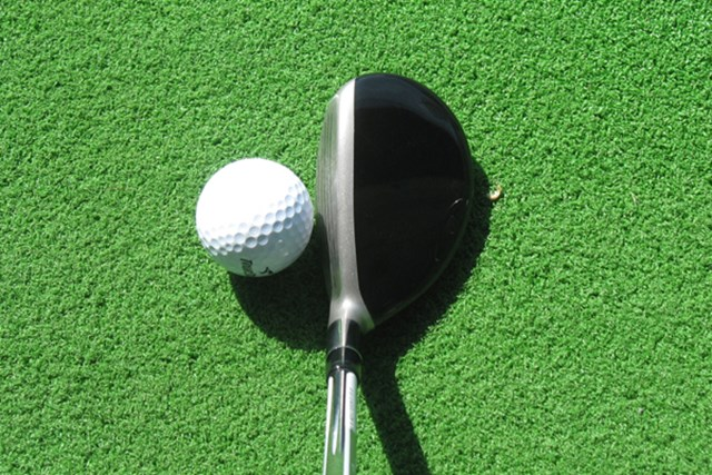 オフセットが少なく、球のつかまり過ぎを抑える設計