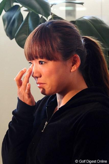 テレビインタビューで大粒の涙を流した有村智恵