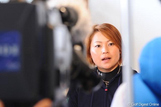 2011年 ヨコハマタイヤゴルフトーナメント PRGRレディスカップ 馬場ゆかり ミーティング副委員長の馬場ゆかりも今後の対応に考えを巡らせていた