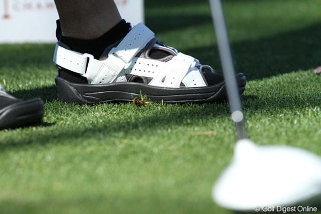 ゴルフサンダル 2011年クラフトナビスコチャンピオンシップ アマチュアの一人がはいていたゴルフシューズ。通気性抜群