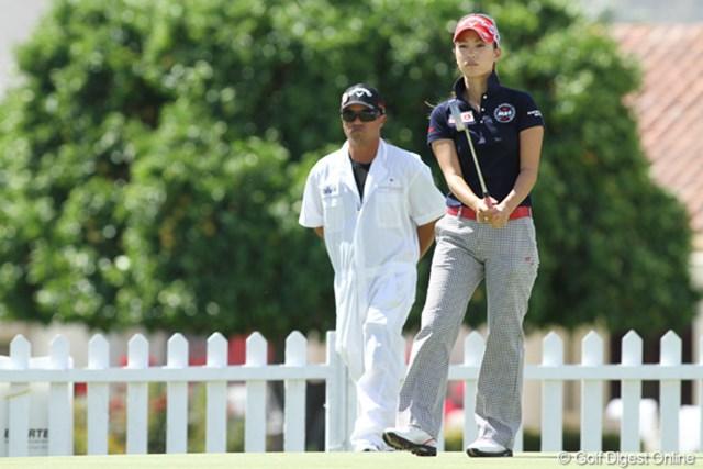 上田桃子 2011年クラフトナビスコチャンピオンシップ 火曜日にプロアマをプレーした上田は、水曜日はウェイティング選手として練習場で過ごした