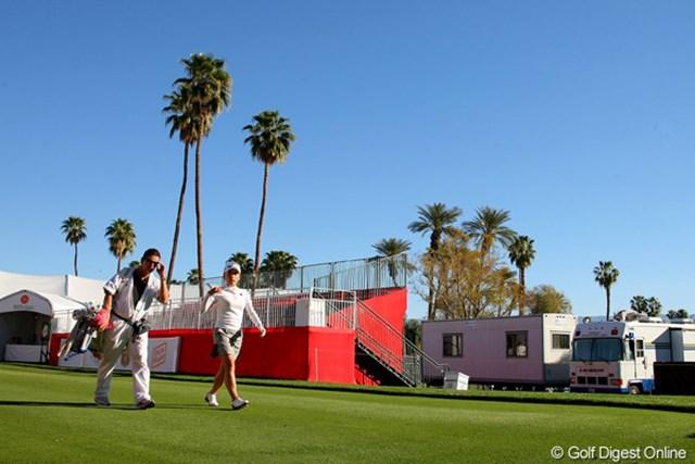 有村智恵 2011年クラフトナビスコチャンピオンシップ 開幕前日、有村智恵は午前8時15分から練習ラウンドをスタート