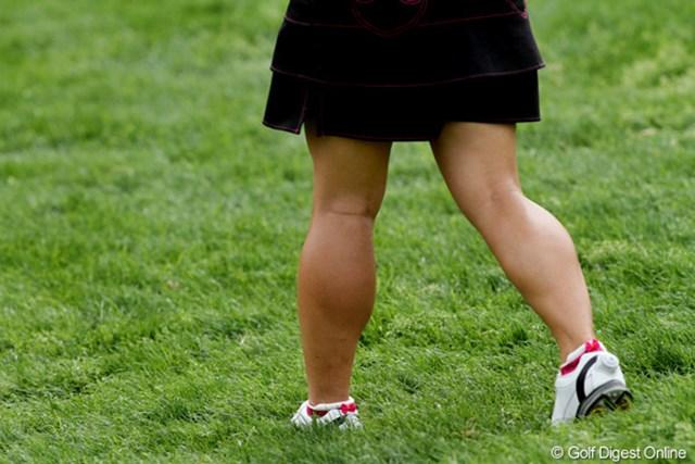 2011年 クラフトナビスコチャンピオンシップ 3日目 有村智恵 鍛え上げられたふくらはぎは天下一品。スイングの安定感とパワーを生み出している