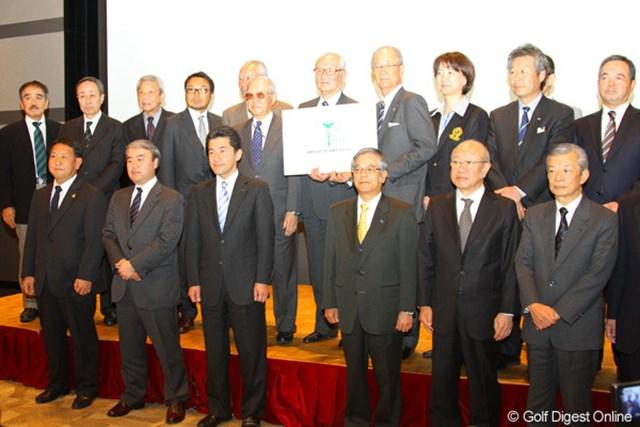 日本ゴルフ界合同で行われた記者発表に、20団体の代表者が登壇した