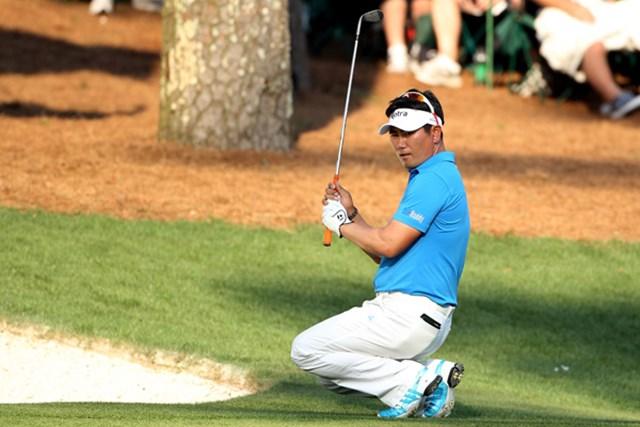 惜しくもチップインは決まらず、がっくりと膝を崩すY.E.ヤン(Andrew Redington/Getty Images)