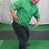 バックスイング時、右股関節に体重が乗っかる感覚を身につけよう 上達ヒント 畳一畳でできる!おウチでエコ練 第一弾「飛距離アップのドリル」 NO.3