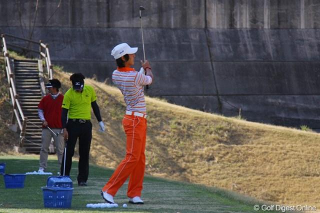 会場入りした石川遼は、すぐに2時間近くショット、パット練習を行って開幕に備えた。