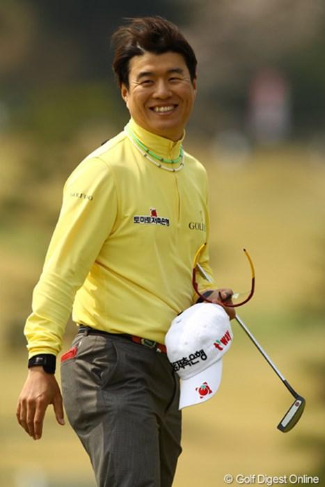 トップスタートが幸いしたか・・・午後からは風が吹き荒れる中、スコアを3つ伸ばして、4位タイに急浮上です 2011年 東建ホームメイトカップ 3日目 H.T.キム