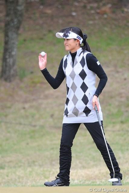 2011年 心をひとつに 西陣レディスクラシック ~東日本大震災 復興支援チャリティ~ 2日目 北田瑠衣 2つスコアを伸ばして、「最強の人妻」ぶりを存分に発揮するルイちゃん。3打差の9位T