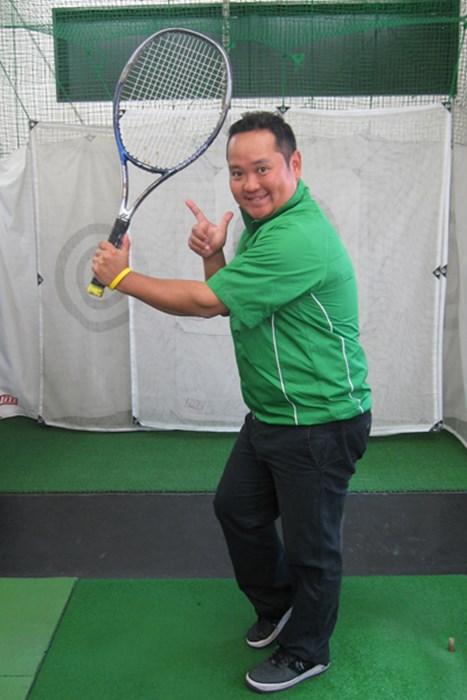 これでスライス撲滅!テニスラケット(団扇でも可)を使った簡単ドリル 上達ヒント 畳一畳でできる!おウチでエコ練 第二弾「スライスを防止するドリル」 NO.1