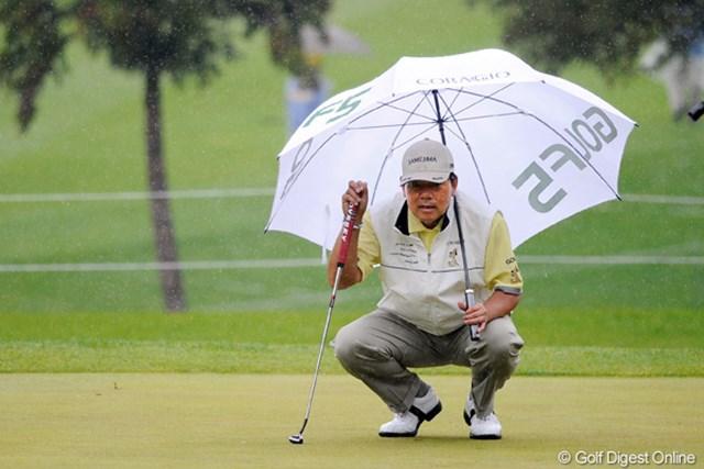 シニアの室田さんが、昼からの雨をものともせずスコアを5つ伸ばして3位タイに急上昇!まさにスーパー・シニアです