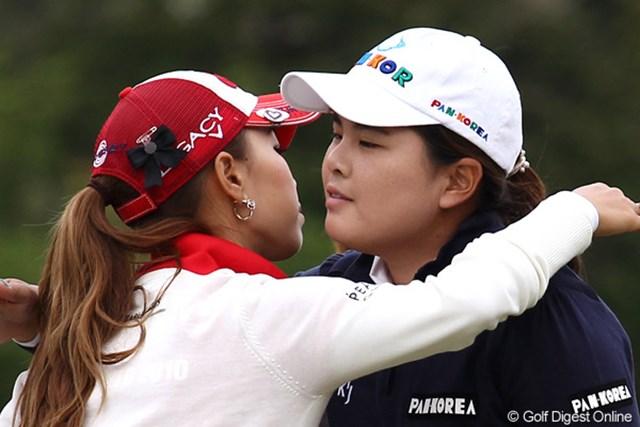 2011年 フジサンケイレディスクラシック 初日 上田桃子&朴仁妃 勘違いしないで、ゴルフでのひとコマです。
