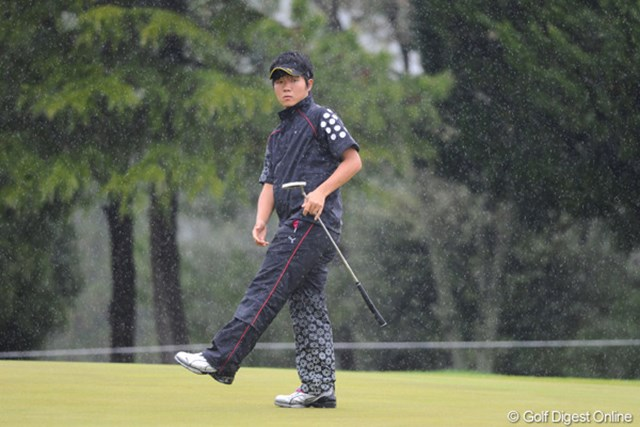 2011年 つるやオープンゴルフトーナメント 3日目 浅地洋佑 プレー再開後にスコアを伸ばせなかった浅地洋佑。2007年の石川遼以来となるアマチュア優勝は難しく
