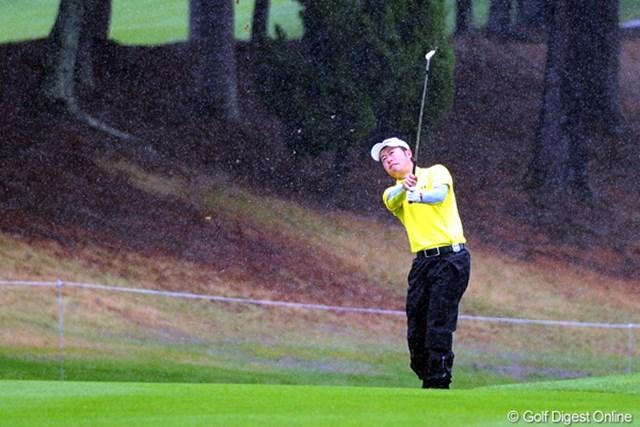 2011年 つるやオープンゴルフトーナメント 3日目 松村道央 異常に長い中断後は誰もがスコアを伸ばせなかったのに、この人だけが2つもスコアを・・・。逆境に強いのか!