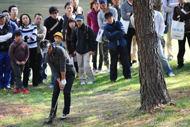 2011年 つるやオープンゴルフトーナメント 最終日 矢野東 一時はゾーンに入ったかと思ったけど、後半失速し、18番のティショットを崖下に落として万事休す。