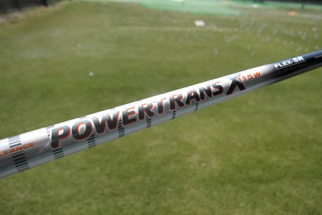 純正シャフトのPOWERTRANS X 115W(SR)は、振りやすくボールを捕まえてくれる