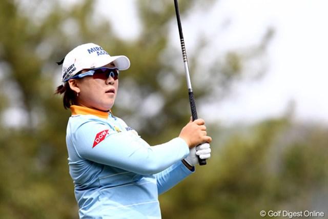 2011年 サイバーエージェントレディスゴルフトーナメント 2日目 申智愛 大会連覇に向け首位タイで最終日を迎える申智愛