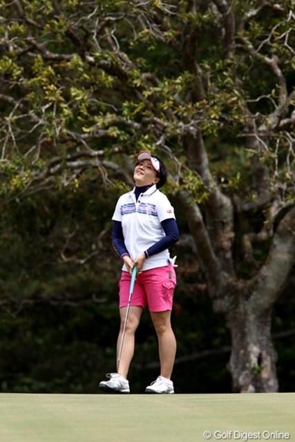 2011年 サイバーエージェントレディスゴルフトーナメント 2日目 茂木宏美 一時トップに立つも風に苦しめられ3位タイ