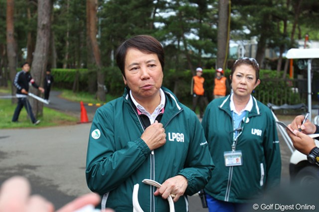 セベの訃報を聞いて、神妙な顔を浮かべる樋口久子LPGA相談役