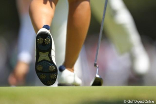 今日の靴下のポンポコリンは桃子プロの。
