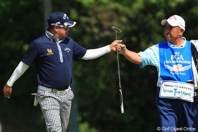2011年 日本プロゴルフ選手権大会 日清カップヌードル杯 最終日 プラヤド・マークセン 池田と同じく5Tのプラヤド・マークセン。1番バーディー!