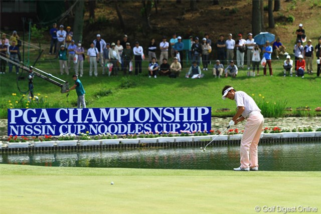 2011年 日本プロゴルフ選手権大会 日清カップヌードル杯 最終日 河井博大 やはりここでドラマがありました。17番グリーン、河井選手の優勝を決めたバーディパット!