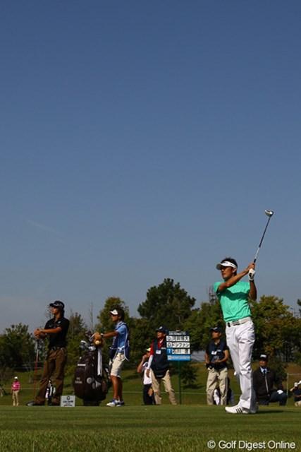 前週のメジャーチャンピオンは、石川くんと同組でした。だいぶ疲れてると言いながらも、ゴルフは好調を維持しているようです。8アンダー首位スタートです
