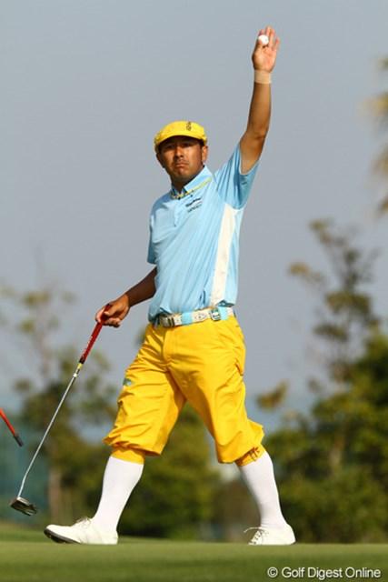 2011年 とおとうみ浜松オープン 2日目 すし石垣 毎回派手なパフォーマンスを披露するすし石垣が首位タイで予選を通過