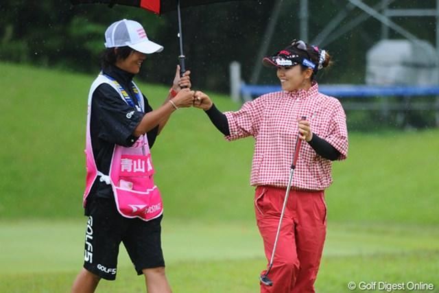 2011年 中京テレビ・ブリヂストンレディスオープン 最終日 青山加織 5バーディ、ノーボギーと会心のゴルフで10アンダーまで伸ばしました!これは大きな自信になるで~!