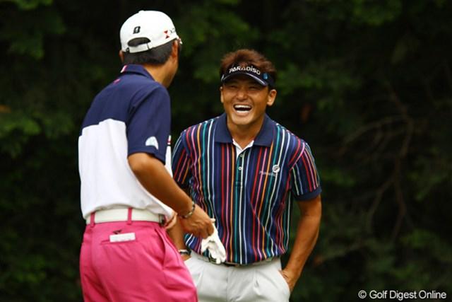 2011年 ダイヤモンドカップゴルフ 初日 丸山茂樹 池田勇太とは本当に楽しそうにラウンドしてました。しかしスコアには反映できず、4オーバー111位タイと大きく出遅れました。