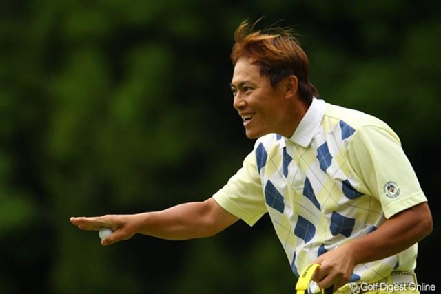 2011年 ダイヤモンドカップゴルフ 初日 上田諭尉 最終ホール、ナイスパーセーブで「ごっつぁんです」ポーズです。6アンダー首位タイ。