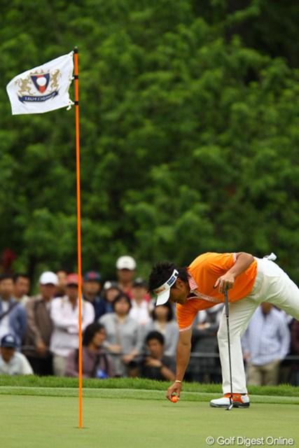 2011年 ダイヤモンドカップゴルフ 2日目 宮本勝昌 オレンジが好きな宮本さんの為に、ピンもオレンジにやっときましたよ