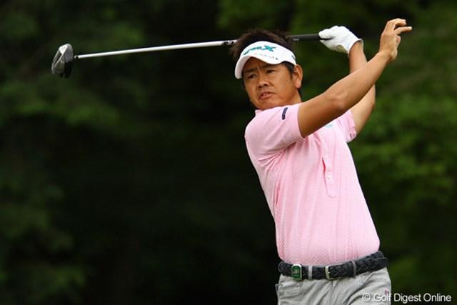 2011年 ダイヤモンドカップゴルフ 2日目 藤田寛之 「結構ミスショットがあった」と言いながら、5つスコアを伸ばし4位タイに。「今日は完璧でした」と言える時の藤田さんのゴルフってどんなゴルフなんでしょうねぇ。もう異次元です