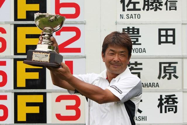 久々の優勝は、次週の国内メジャー「日本ゴルフツアー選手権」の出場権も獲得する大きな一勝となった(提供:JGTO)