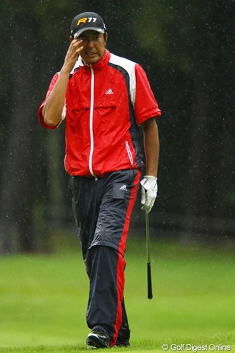 アプローチが寄らず険しい顔です。初日から良いゴルフが続いていましたが、今日は4オーバーと崩れてしまいました。25位タイフィニッシュ。 2011年 ダイヤモンドカップゴルフ 最終日 富田雅哉