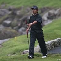 長尺パターを持って堂々とグリーンへ。 2011年 日本ゴルフツアー選手権 Citibank Cup Shishido Hills 初日 小泉洋人