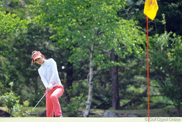 2011年 リゾートトラストレディス 初日 金田久美子 グリーンを外しながらもパーセーブを繰り返した金田久美子