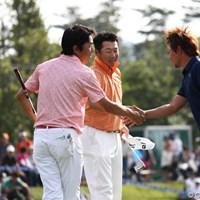 この3人が最終組の前に盛り上がってしまいました。「ごめんね最終組」 2011年 日本ゴルフツアー選手権 Citibank Cup Shishido Hills 3日目 山下和宏、丸山大輔、小泉洋人