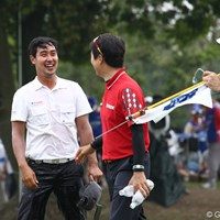H.T.キムに頭から水を掛けられびしょびしょ、でも良い笑顔です。 2011年 日本ゴルフツアー選手権 Citibank Cup Shishido Hills 最終日 J.B.パク