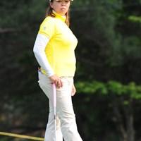オイオイ、迫力十分のモデル立ちやないの!ミホチャンのピンチヒッターで怒涛の4位T!! 2011年 サントリーレディスオープンゴルフトーナメント 初日 前田久仁子