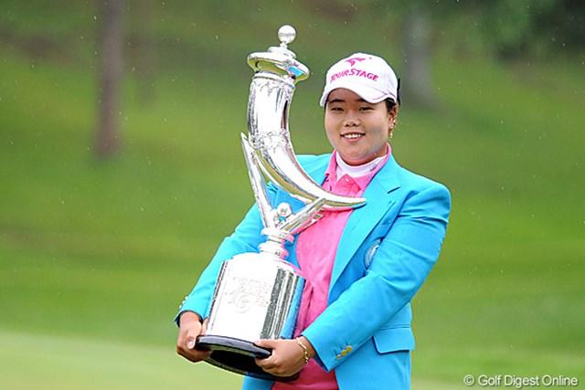 2011年 サントリーレディスオープンゴルフトーナメント 最終日 アン・ソンジュ 今季2勝目を手にしたアン・ソンジュ。賞金ランキングトップに浮上した