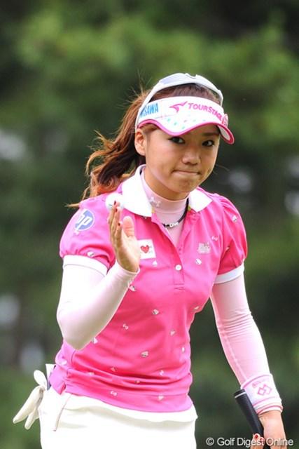 2011年 サントリーレディスオープンゴルフトーナメント 最終日 有村智恵 前半の3バーディでポポポポポポポ~ン♪と、トップに立って快心のドヤ顔を見せたんやけど・・・。