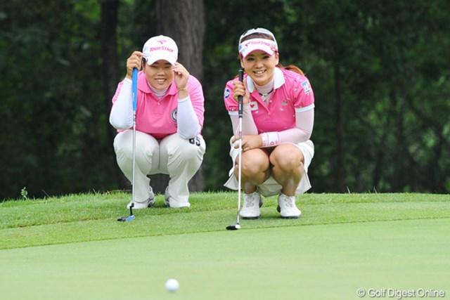 2011年 サントリーレディスオープンゴルフトーナメント 最終日  アン・ソンジュ、有村智恵 正真正銘の最終日最終組のお二人です。決して練習ラウンドやテレビマッチではありません!それにしても楽しそやな!