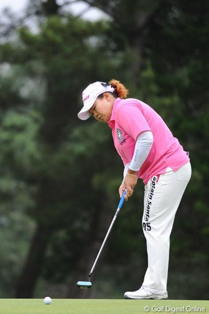 2011年 サントリーレディスオープンゴルフトーナメント 最終日 アン・ソンジュ 12番で3メートルを外し「気分がラクになった」と振り返るアン・ソンジュ。続く13、14番と連続バーディを奪い今季2勝目を手にした