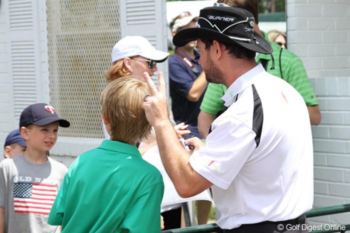 今年、子供に暴言を吐いたとして問題になったサバティーニが、ファンサービスに一生懸命でした 2011年 全米オープン 練習日 ロリー・サバティーニ