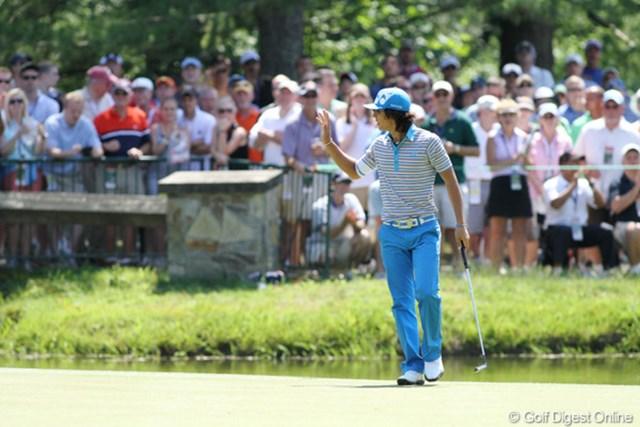 2011年 全米オープン 2日目 石川遼 6番でバーディを奪い、ギャラリーの歓声に応える石川遼