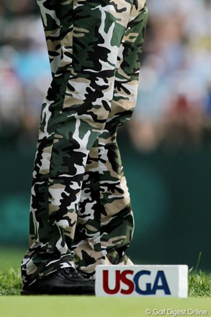 2011年 全米オープン 2日目 バッバ・ワトソン 昨日に続いて今日も迷彩柄のパンツで登場