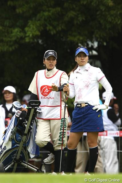 初のツアー戦予選突破、キャディーは双子の啓子お姉さん、やっぱり似てるよね、そっくり。ちなみにお父さんは阪神のコーチです