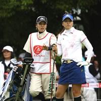 初のツアー戦予選突破、キャディーは双子の啓子お姉さん、やっぱり似てるよね、そっくり。ちなみにお父さんは阪神のコーチです 2011年 ニチレイレディス 最終日 久保宣子