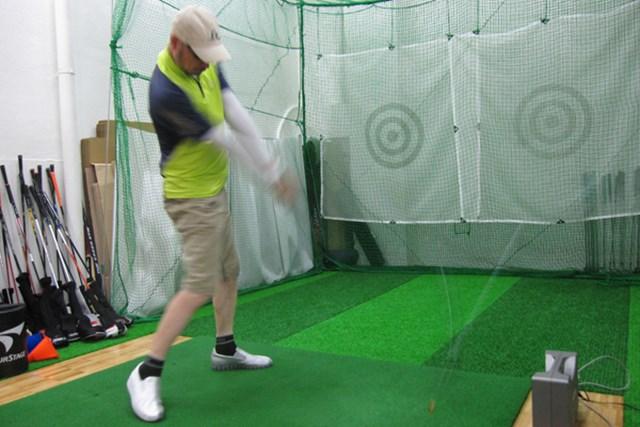 打球音は静か。打ち出し角が低く、スピンが少ないため、力強い弾道が得られる